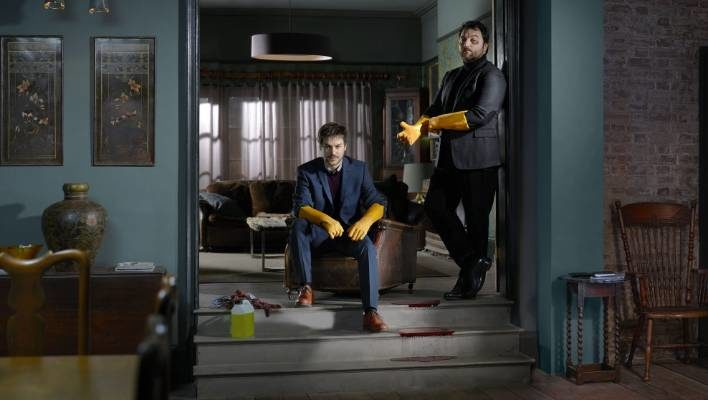 What are the benefits of hiring a professional crime scene cleaner